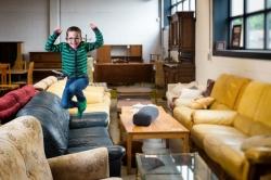 Hoewel je, wanneer je verhuist, niet meteen alles nieuw moet gaan kopen hoef je ook niet enkel tweedehands meubelen aan te schaffen.